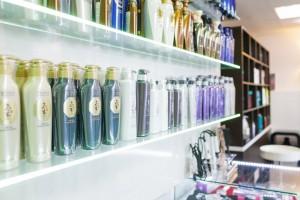 продукция салона красоты,  профессиональные шампуни, кондиционеры, маски Daeng Gi Meo Ri, витрина